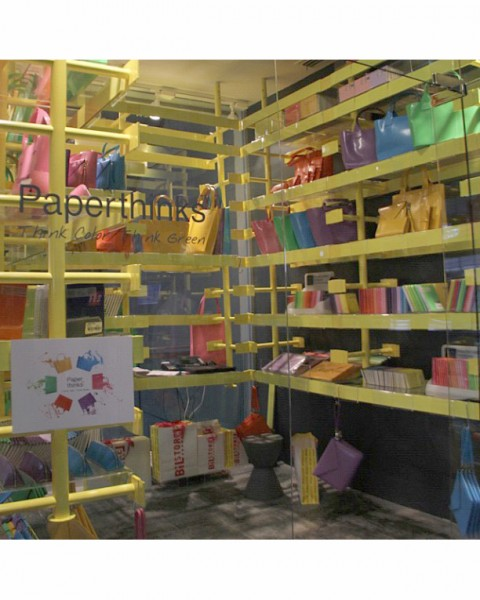 A pop-up shop launched in Istanbul, Turkey,  what a colorful chic decor!